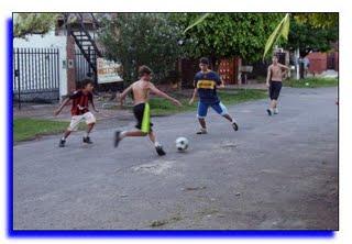 20090901043451-chicos-jugandoii.jpg