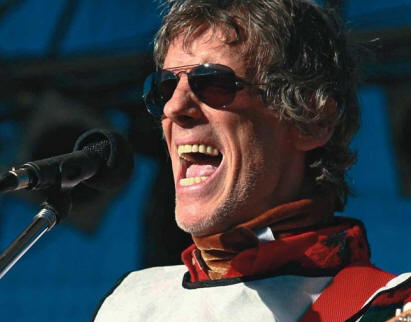 20120208225450-spinetta-sacada-de-la-red.jpg